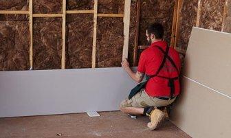 0814_ Plasterboarding_A_Stud_Wall_Hang_Plasterboard_18